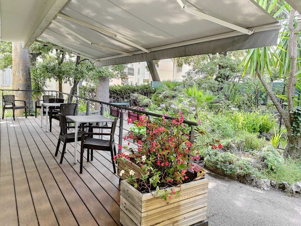 jardin exterieure des bougainvillees
